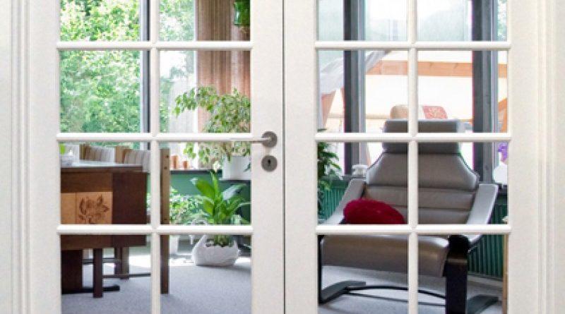 Få mere lys og et bedre forløb ind i dit hjem med glasdøre