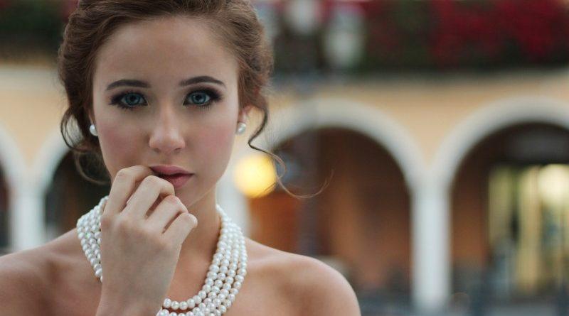 Understreg din personlige stil med klassiske og trendy smykker fra ByAagaard